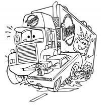 Машина с мощным двигателем и фура соревнуются на трассе Скачать раскраски для мальчиков